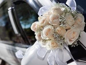Flower decoration on the wedding car.