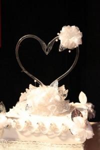Swan cake topper display.