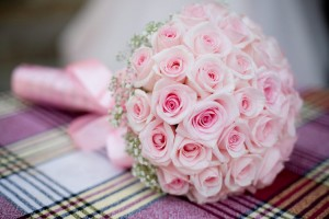 Pink rose bouquet on a chequed table cloth.