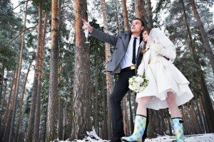 Winter wedding in the forest with bride and groom.