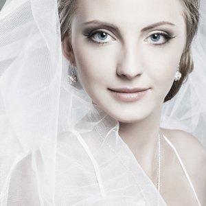 Bride portrait with white veil.
